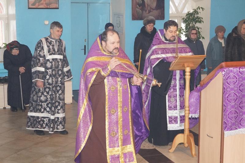 Служба Акафиста Божией Матери в Покровской церкви города Городище